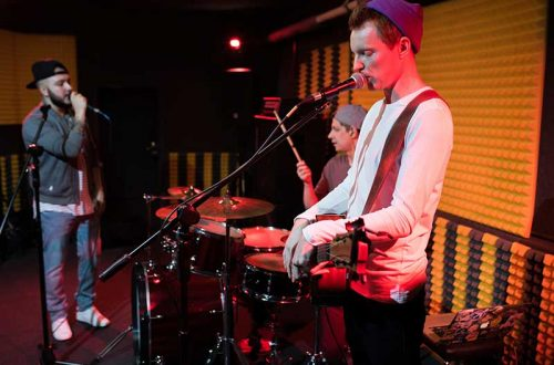 modern-music-band-performance-4MA8NU6