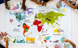 kids-learning-world-map-with-continents-countries--P6JMDXV