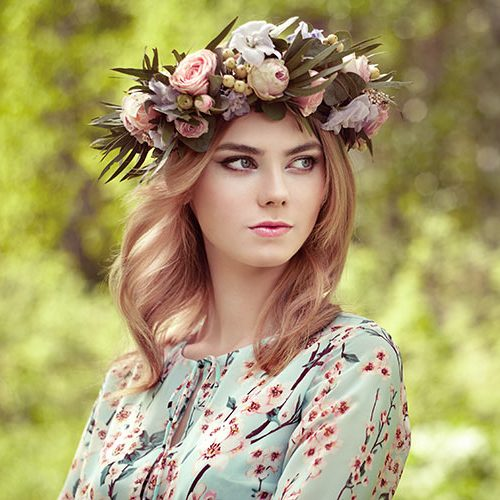 beautiful-blonde-woman-with-flower-wreath-on-her-PSS24BW