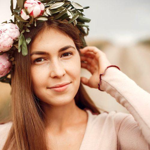elegant-and-stylish-girl-in-a-summer-field-EJB97HX