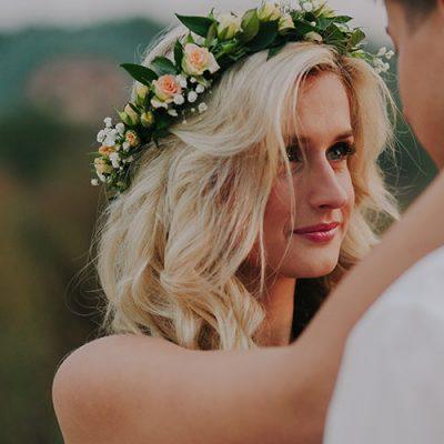 wedding-couple-on-the-nature-Q4C3FX5